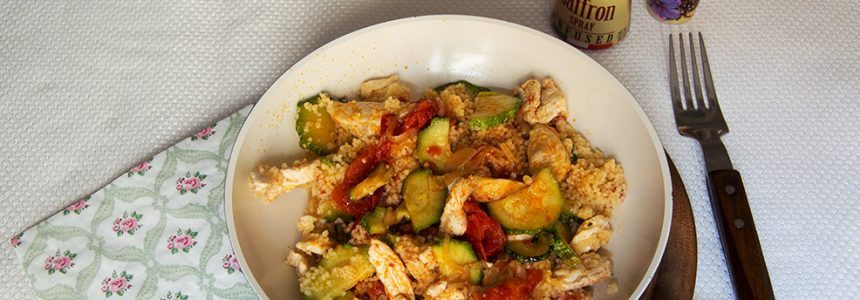 Cuscús al azafrán con pollo y verduras